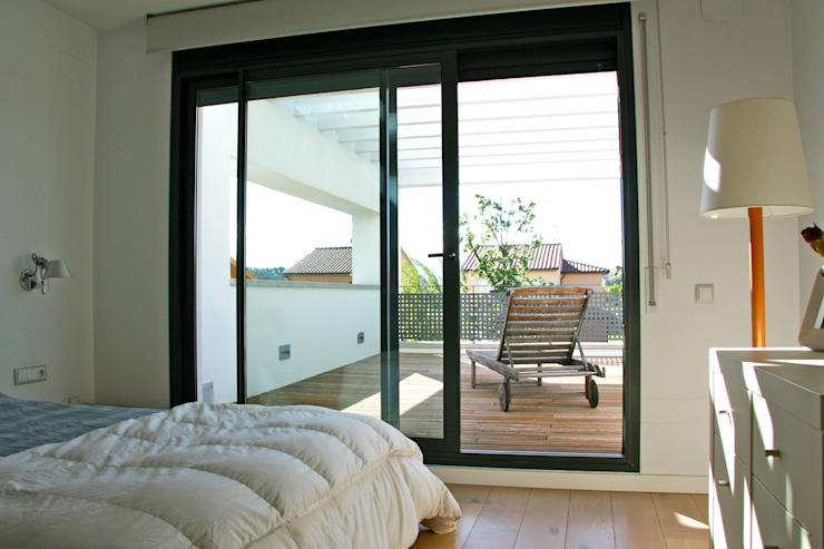Terrace of the double bedroom in first floor Modern Terrace by FG ARQUITECTES Modern