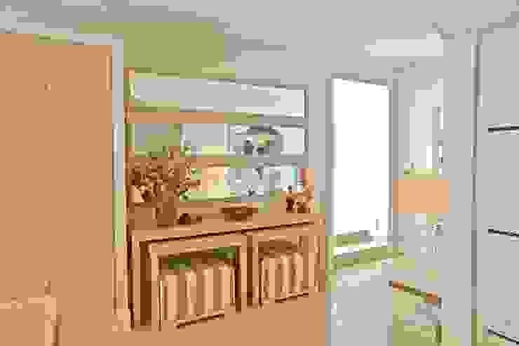 Kerim Çarmıklı İç Mimarlık Ingresso, Corridoio & Scale in stile moderno