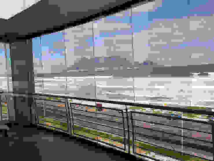 Glass curtains Malaga Jardines de estilo mediterráneo de manuel6 Mediterráneo