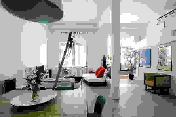 Una ex officina meccanica di precisione prende vita Sala da pranzo in stile industriale di ec&co. | architetti | Milano Industrial
