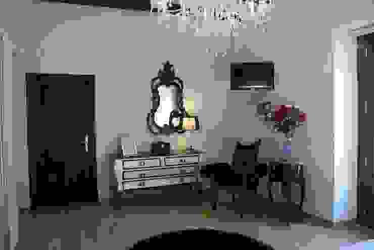 Vivienda Siglo XV Dormitorios de estilo clásico de moreandmore design Clásico