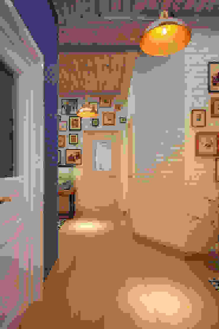 Дом в Средиземноморском стиле в Симферополе Коридор, прихожая и лестница в средиземноморском стиле от Студия дизайна Interior Design IDEAS Средиземноморский