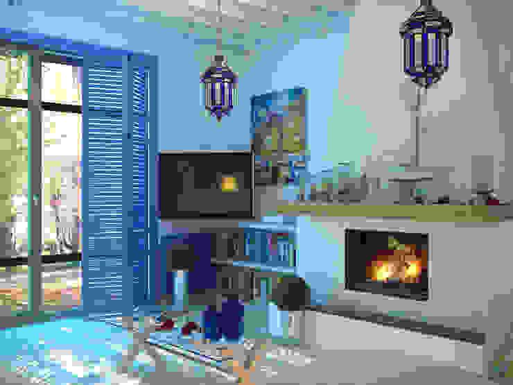 Дом в Средиземноморском стиле в Симферополе Гостиная в средиземноморском стиле от Студия дизайна Interior Design IDEAS Средиземноморский