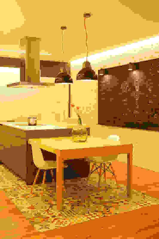 Sube Susaeta Interiorismo diseña y decora cocina abierta Cocinas de estilo moderno de Sube Susaeta Interiorismo Moderno