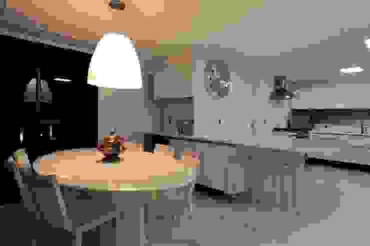 Apartamento Mucuripe Cozinhas clássicas por Carlos Otávio Arquitetura e Interiores Clássico