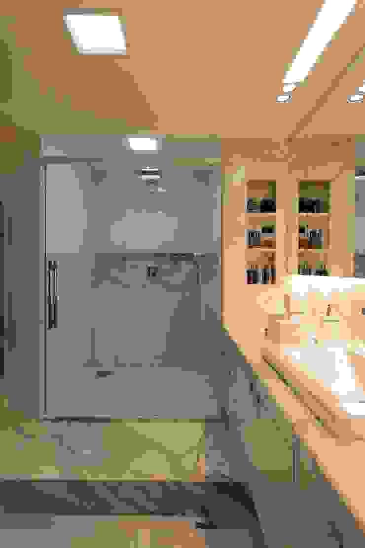 Apartamento Mucuripe Casas de banho clássicas por Carlos Otávio Arquitetura e Interiores Clássico