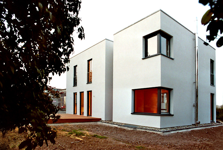 Houses by waldorfplan architekten, Minimalist