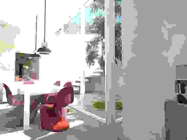 Scandinavian style dining room by Davide Teli_ARCHITETTO Scandinavian