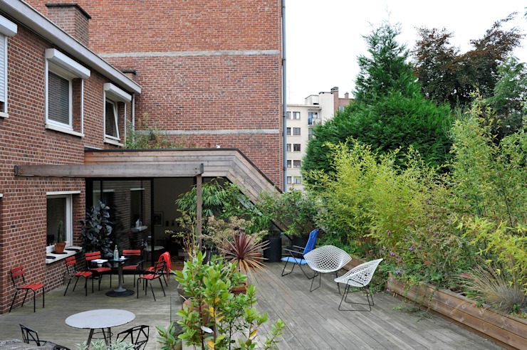 EXTENSION D'UNE HABITATION ET AMÉNAGEMENT DE SA TERRASSE SUR LES TOITS HAPPY ARCHITECTURE Balcon, Veranda & Terrasse modernes