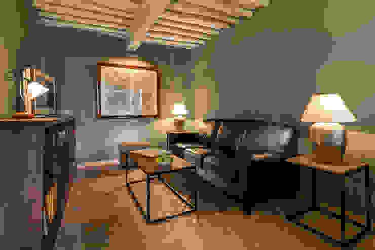 Gaiole in Chianti, Toscana Sala multimediale in stile rustico di Arlene Gibbs Décor Rustico