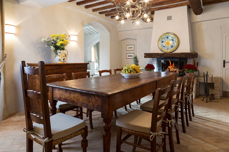 Gaiole in Chianti, Toscana Sala da pranzo in stile rustico di Arlene Gibbs Décor Rustico