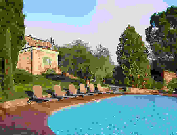Gaiole in Chianti, Toscana Piscina in stile rustico di Arlene Gibbs Décor Rustico