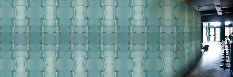 Muurbloem Design Studio_Collection Folds & Pleats_L_Satin_BL: modern  door Muurbloem Design Studio, Modern