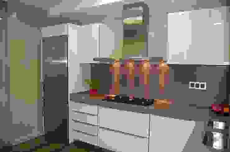 Minimalist kitchen by Sebastián Bayona Bayeltecnics Design Minimalist