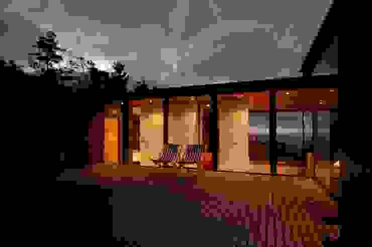 Der Blick durch das Haus Minimalistischer Balkon, Veranda & Terrasse von scoopstudio Minimalistisch