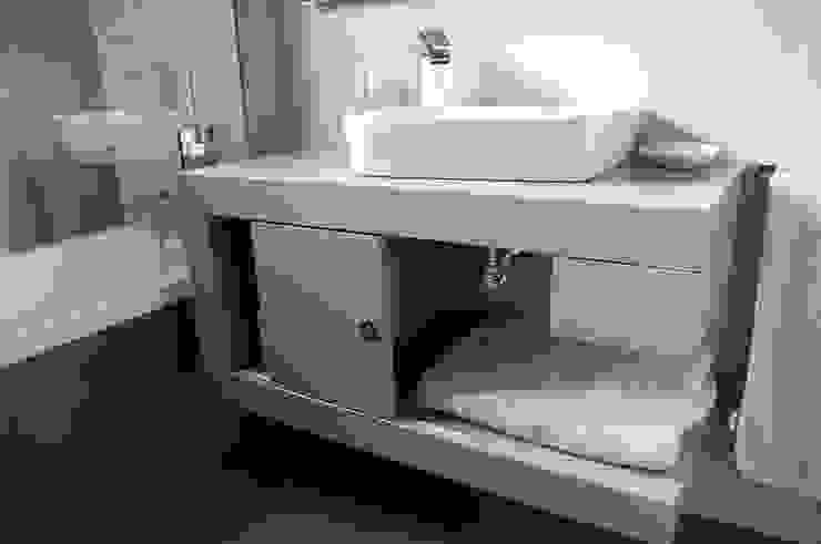 Baños Baños de estilo minimalista de Sebastián Bayona Bayeltecnics Design Minimalista