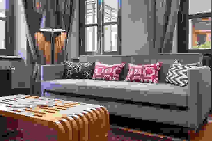 f12 Photography – Balkon Residences: modern tarz , Modern