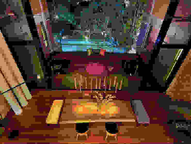 Rumah besar dengan penggunaan tenaga serupa sebuah rumah kecil Elaine Wall Comedores de estilo tropical