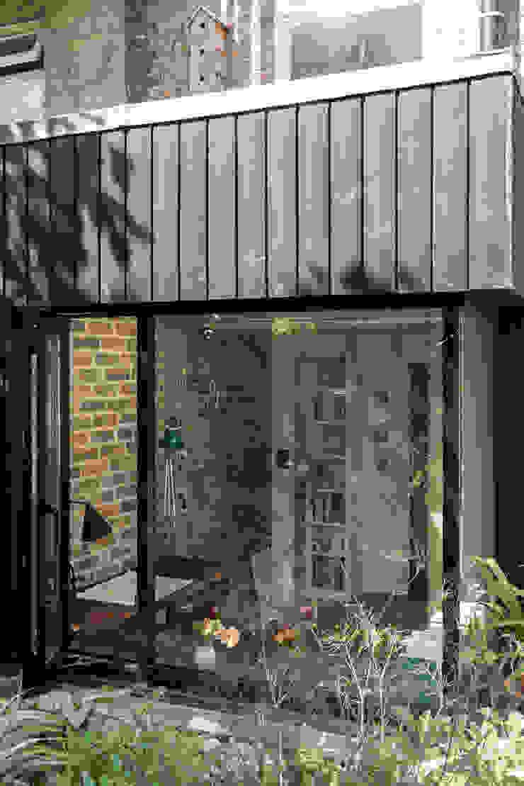 Frameless corner window Rustic style windows & doors by MW Architects Rustic