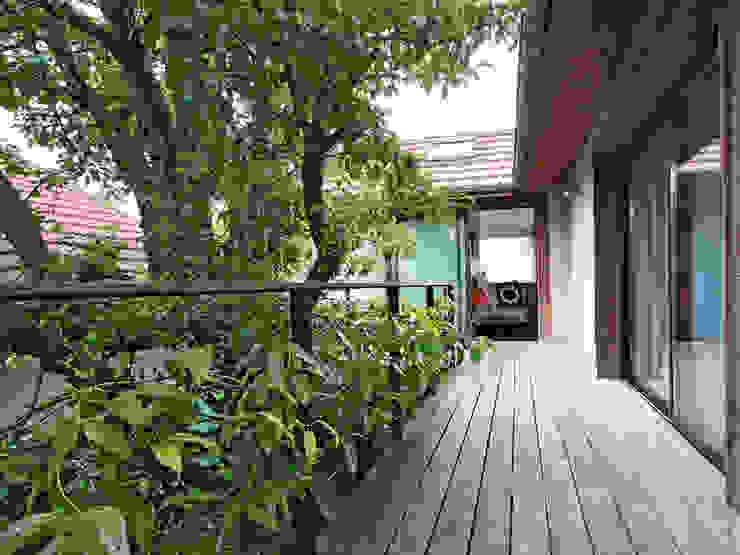 Balcones y terrazas minimalistas de BuroBonus Minimalista