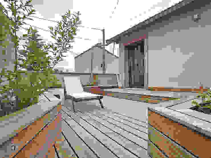 Balcones y terrazas modernos de BuroBonus Moderno