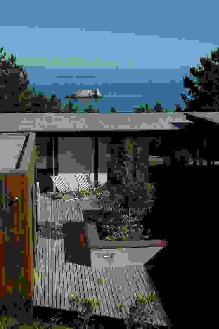 Der Innenhof Minimalistischer Balkon, Veranda & Terrasse von scoopstudio Minimalistisch