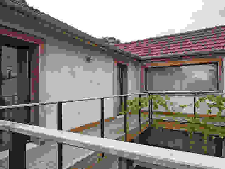 Balcone, Veranda & Terrazza in stile minimalista di BuroBonus Minimalista