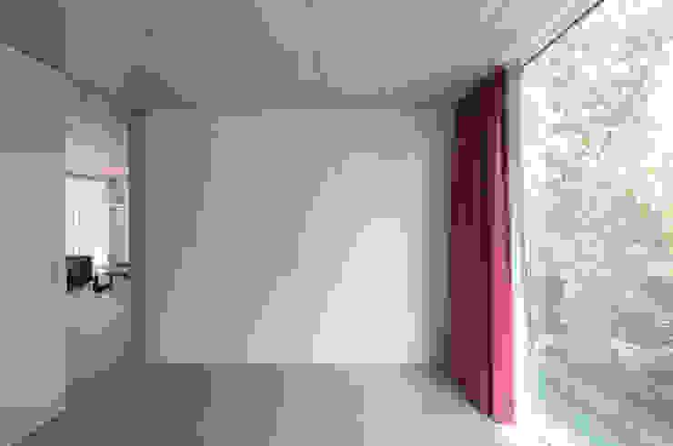 Minimalist bedroom by amreinherzig Minimalist