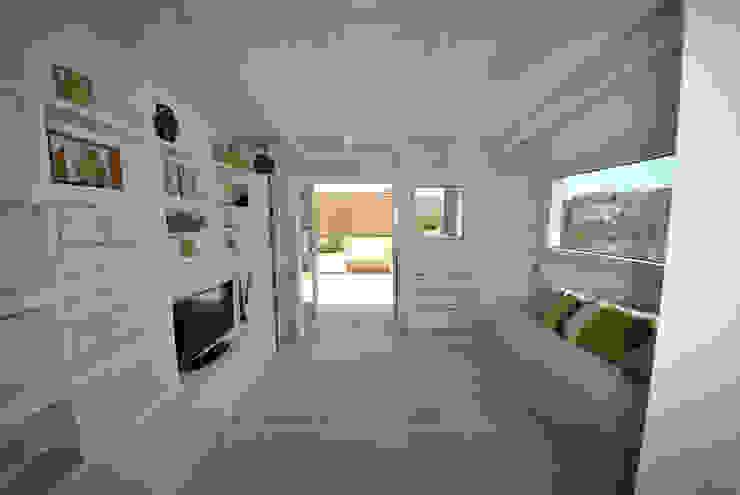 Salas de estilo minimalista de Formaementis Minimalista