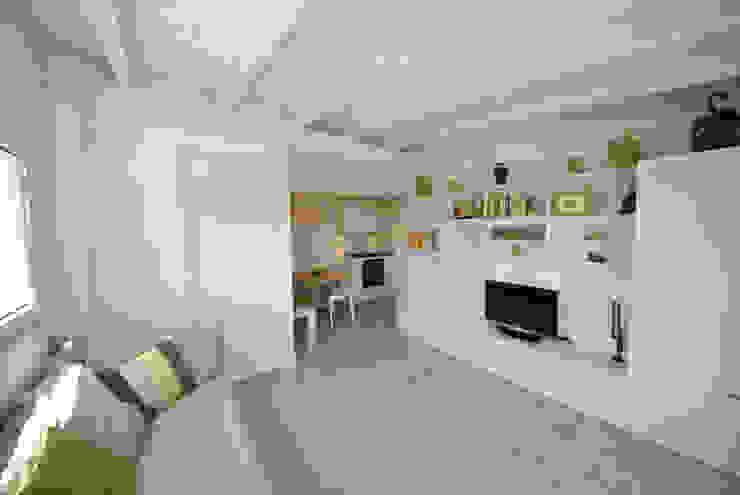 Minimalist living room by Formaementis Minimalist