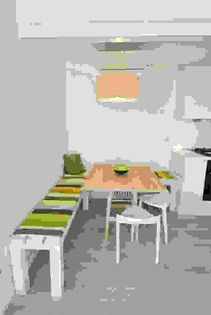 Attico quartiere ostiense, zona gazometro – Roma Sala da pranzo minimalista di Formaementis Minimalista