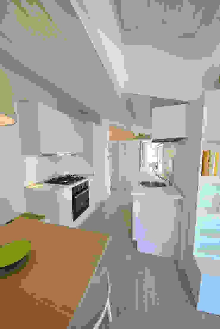 Attico quartiere ostiense, zona gazometro – Roma Cucina minimalista di Formaementis Minimalista