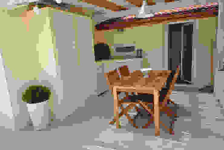 minimalist style balcony, porch & terrace by Formaementis Minimalist