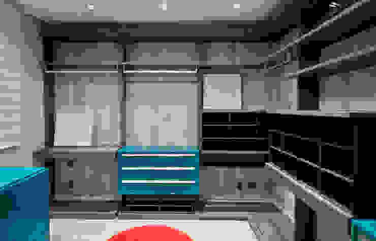Descanso na cidade Closets por ArchDesign STUDIO Moderno