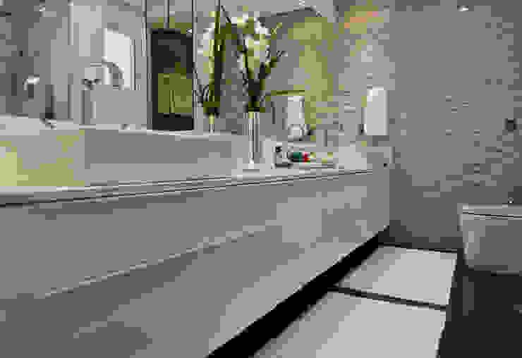 Descanso na cidade Banheiros modernos por ArchDesign STUDIO Moderno
