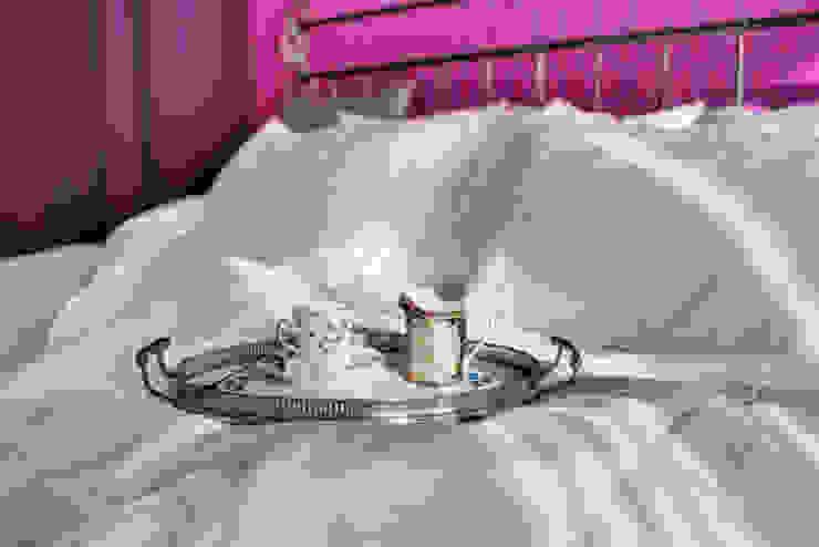 Яркая история Порядок вещей - дизайн-бюро Спальня в эклектичном стиле