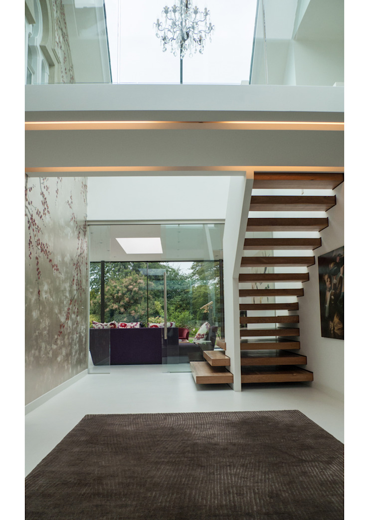 Glass House Modern corridor, hallway & stairs by Sophie Nguyen Architects Ltd Modern