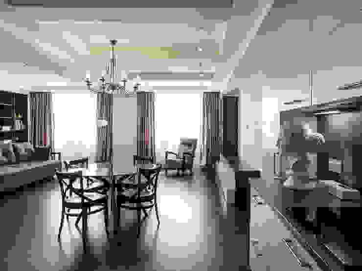 Гостиная (вид из кухни) от PROTOTIPI architects