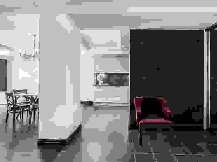 Прихожая-гардеробная от PROTOTIPI architects