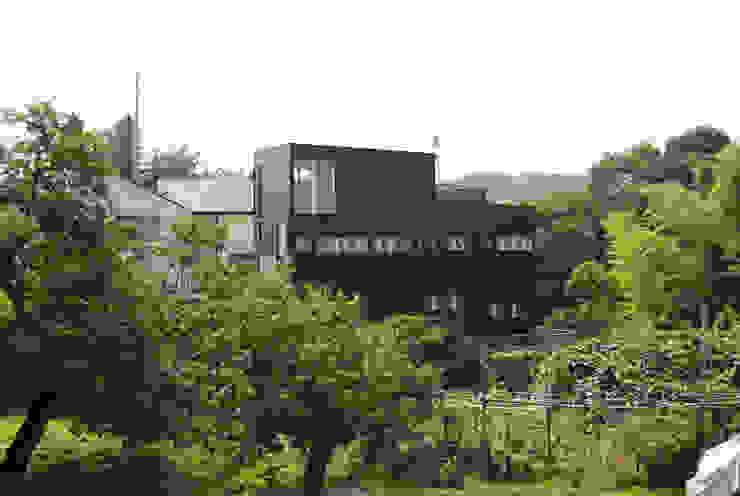 Exterior Moderne Häuser von 株式会社小島真知建築設計事務所 / Masatomo Kojima Architects Modern