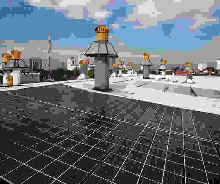 Mengurangkan kesan karbon dan tenaga elektrik dengan sistem tenaga pasif Tropical style houses by Elaine Wall Tropical