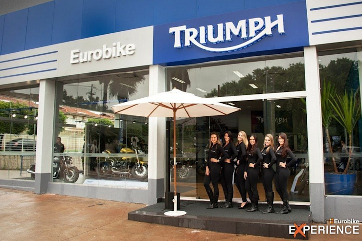 Triumph Eurobike - Ribeirão Preto Concessionárias modernas por RICARDOTRAMONTINA.ART Moderno