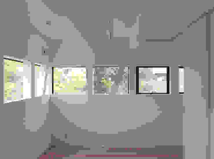 Master bedroom Phòng ngủ phong cách hiện đại bởi 株式会社小島真知建築設計事務所 / Masatomo Kojima Architects Hiện đại