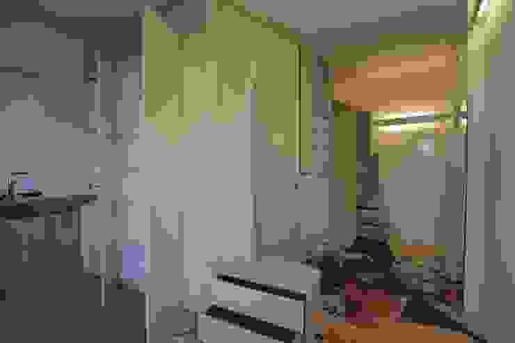 3rdskin architecture gmbh Corridor, hallway & stairsStorage