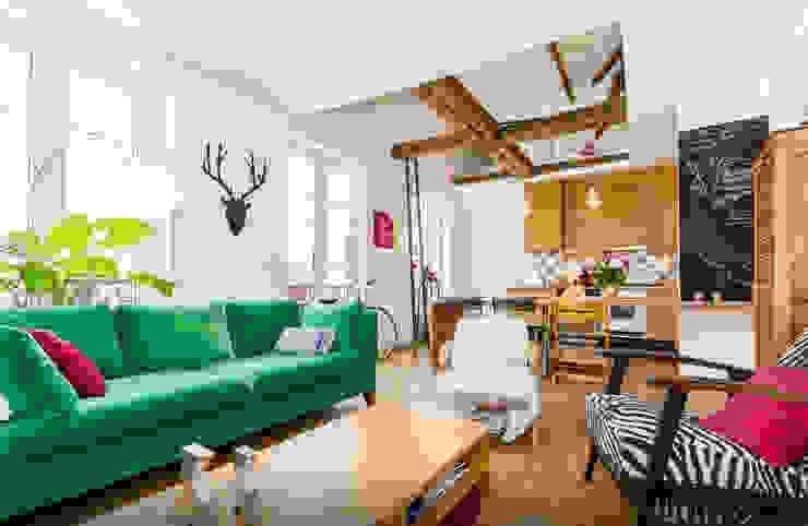 Eklektyczny salon od Atelier Jérôme Lanici Eklektyczny