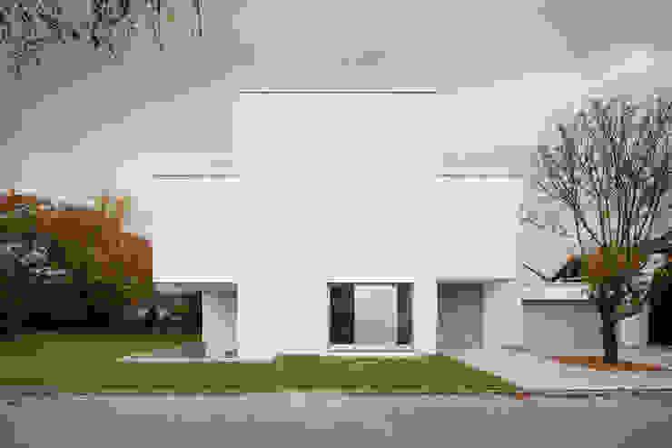 Strassenansicht Moderne Häuser von bilger fellmeth Modern