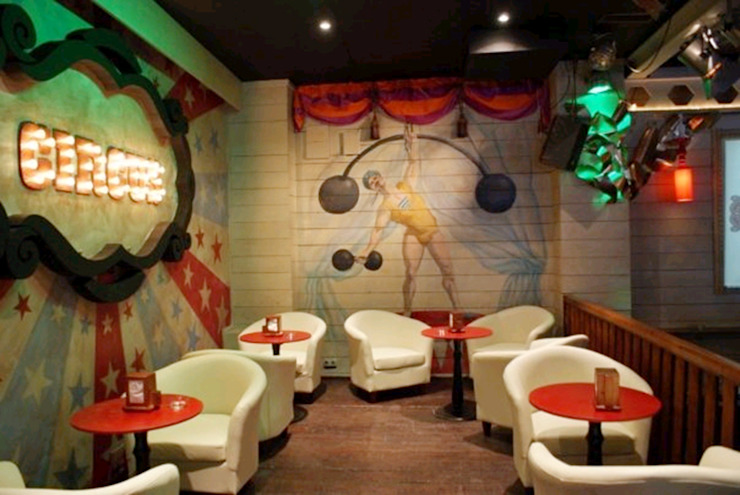 Pub Circus, Úbeda Gastronomía de estilo ecléctico de moreandmore design Ecléctico