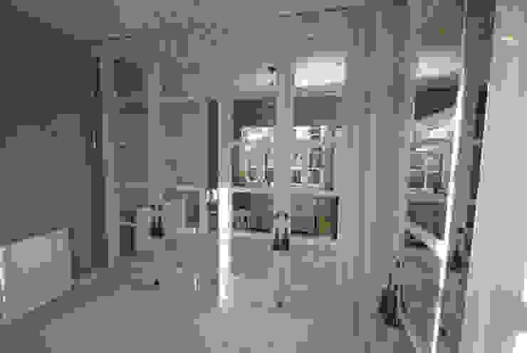 Antique mirror glass dressing room Modern dressing room by Mirrorworks, The Antique Mirror Glass Company Modern