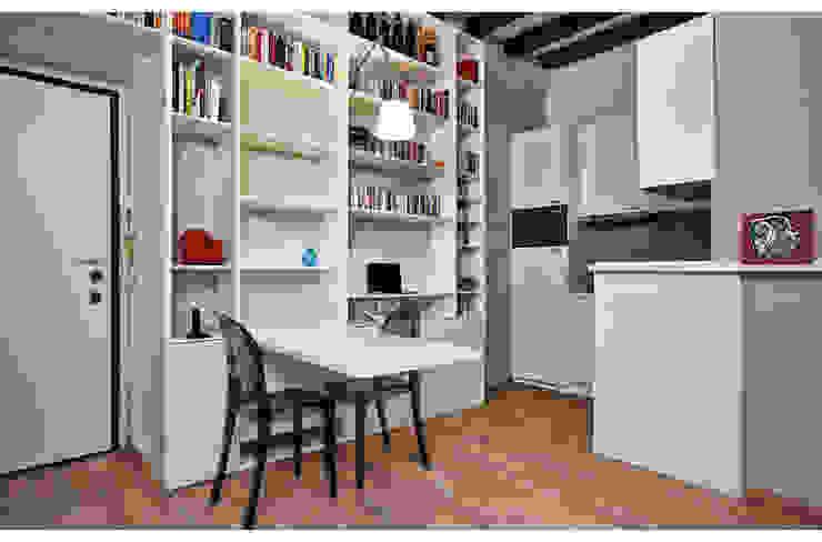 HOU17 Ingresso, Corridoio & Scale in stile moderno di mimoa Moderno