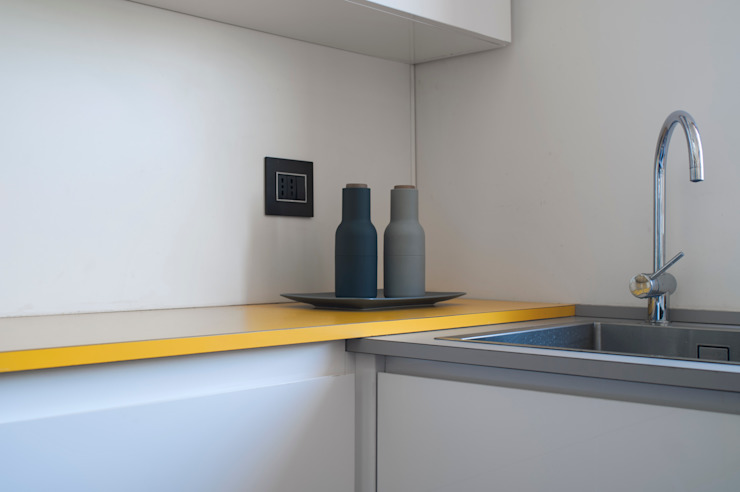 Dettaglio dell'arredo cucina Cucina moderna di PLUS ULTRA studio Moderno